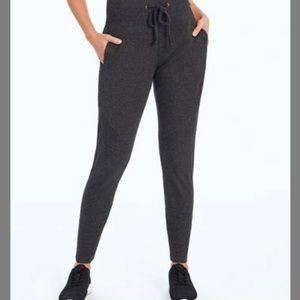 Pants - NEW Heather Black Jupiter Joggers. L